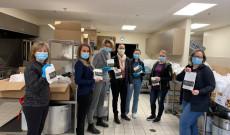 Az önkénteseket a helyi magyar vállalkozások is segítik
