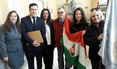 A város képviselőivel és a magyar közösség tagjaival a Día del Inmigrante ünnepségen