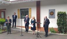 Ünnepi beszédek a Magyar Ház előtt