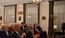 Publikum - dr. Perényi János bécsi magyar nagykövet, Varga János rektor, Gedeon Snopek Márta, Ripka János