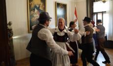 A Napraforgók táncegyüttes műsora