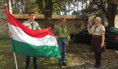 Cserkészfoglalkozás kezdete: zászlófelvonás
