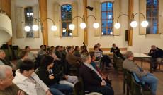 A közönség végig figyelemmel hallgatta a nagyszeű előadást