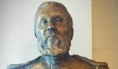Czetz János szobra az Akadémia egyik dísztermében