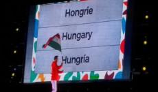 Az olimpiai megnyitón  Vég Zsombor cselgáncsozó a magyar zászlóval