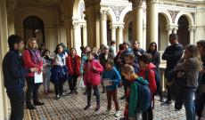ZIK diákok és tanárok az Elnöki Palota folyosóján