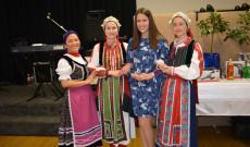 dr. Horváth - Németh Adrienn konzul a táncosokkal