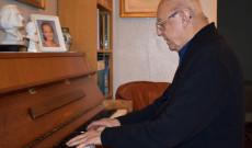 Maróti László zongorázás közben - II.