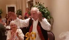 Isten éltesse Gonzo John bácsit 90. születésnapja alkalmából, megleptük egy szép tortával.
