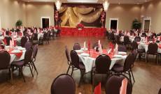 Valentin bál dekoráció készen álla terem a vendégek fogadására