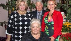 Szőke Maggie a mentorom, Szőke János az Árpád ház elnöke és Szőke Gitta néni aki a konyhát vezeti