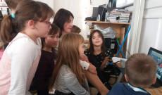 Budapesten az Áldás utcai Általános iskola diákjai Bodgál Rita tanárnővel , találos kérdésekkel és szójátékokkal készültek