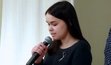 Fiatalok szavalják a Nemzeti dalt