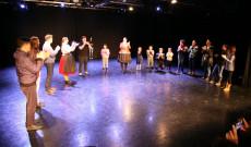 Magyar táncház workshop a KDSSC koreai estjén 2019. december 4-én Torontóban, vezeti: Laczó Xénia