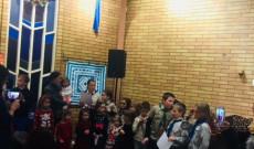 gyerekek éneklése a Mikuláshoz