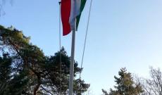 Zászlónak tisztelegj!