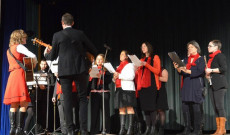 A DurMolOk énekegyüttes zenés előadása