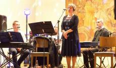 Spiller Krisztina közösségi diplomata nyitotta meg a bált