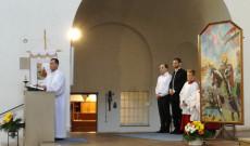 Búcsúi szentmise az augsburgi St. Max templomban. Csibi Sándor, az augsburgi Magyar Katolikus Misszió plébánosa köszönti a híveket