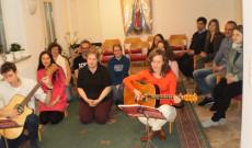 Taizei imaóra. Közös ének és imádság a farsangi mulatság előtt