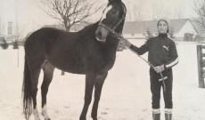 Éva már gyermekkora óta lovagol