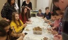 Mézeskalácsfestés a karácsonyi ünnepségen