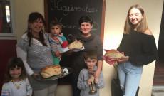 A kenyérsütő verseny első három helyezettje