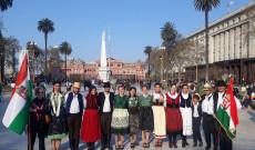 A Casa Rosada előtt