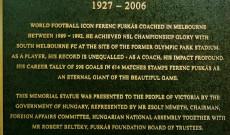 Puskás Ferenc szobrának emléktáblája