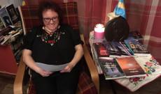 Kádárné Szász Hilda a Wass Albert felolvasó maratonon (Chester)