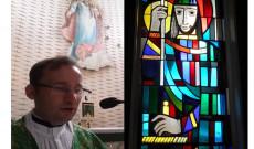 Licskó Szabolcs plébános és a Szent István üvegablak