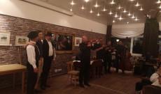 Üsztürü zenekar és a meghívott vendégek
