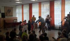 Kolompos lány tánc
