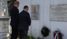 Koszorút helyeznek el a forrdalaom és szabadságharc hősei emlékére