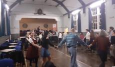 Részlet a guildfordi magyar táncházból