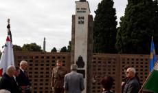 Carlton-i temető, hősi emlékmű, március 15.