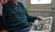 Interjú készül a 90 éves Bella Mártonnal (Coronel Du Gratyban)