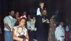 Viktor édesapjával népviseletben (Papp Viktor fotója)