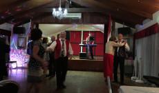 Táncol a vendégség