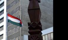 Magyar Kopjafa és zászló a Magyar Millenium Parkban, Wellingtonban