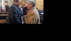 Radda István, az Ausztriai Magyar Szervezetek Kerekasztala vezetője gratulál Paksánszki Árpádnak