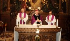 Vencser László igazgató, Cserháti Ferenc püspök és Varga János rektor 2017. március 22-én Bécsben a Pázmáneum kápolnájában