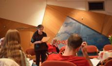 Lengyel Melinda, a Bécsi Magyar Iskola tanára a versfelolvasáson