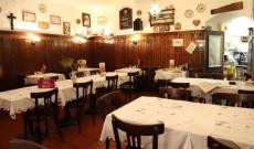Az étterem: telis-tele magyar motívumokkal