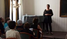 Zorkóczy Zenóbia kovásznai színművésznő Dalol a honvágy című Wass Albert-műsorát adta elő