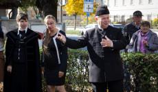 Nagy-György Attila atya mutatja az utat. Fotó: Tasnádi Andrea