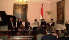 A pódiumon Kiss-Rigó László, Földváryné dr. Kiss Réka, Gróf Nádasdy Borbála, Wittner Mária, Ékes Ilona és Varga Gabriella