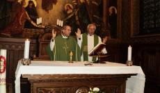 Varga János és Vencser László atyák a szentmisén