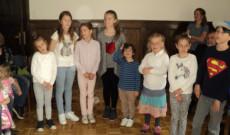 A tiroli magyar anyanyelvi oktatás alsó tagozatos diákjai