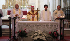 A gyulafehérvári székesegyházban Jakubinyi György érsek volt a szentmise főcelebránsa